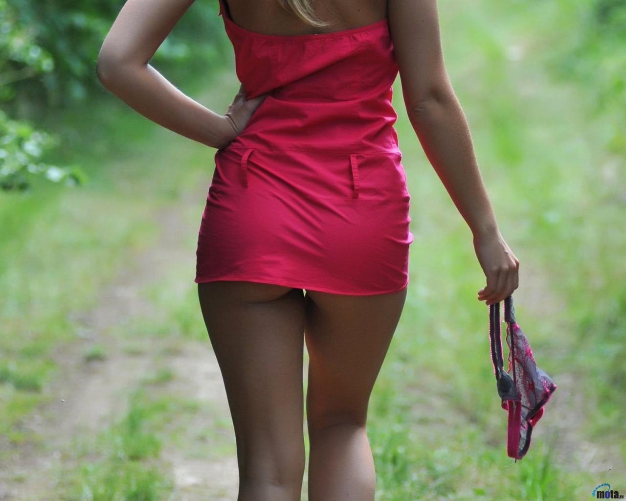 фото в публичном местах без нижнего белья